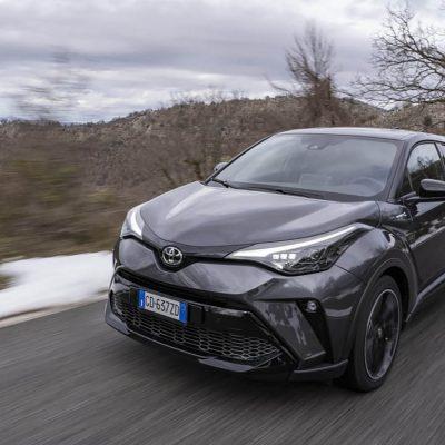 Alcantara e Toyota